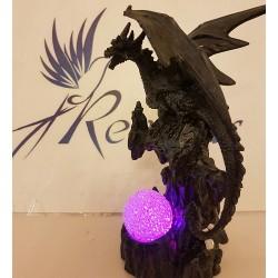 Dragon avec boule lumineuse