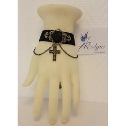 Bracelet sur velours avec une croix