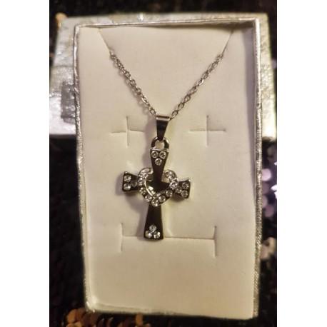 Croix entrelacée d'un coeur