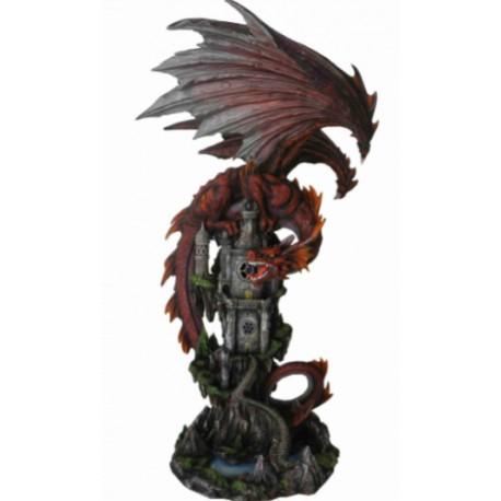Dragon couleur feu sur une tour