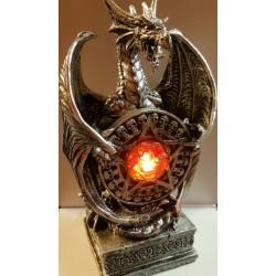 Dragon au pentacle lumineux