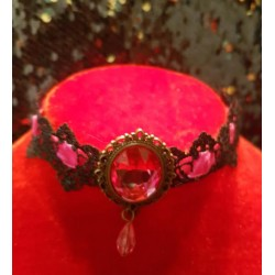 Collier rose gothique