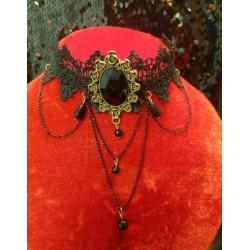 Collier gothique noir à fleurs