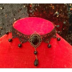 Collier gothique noir forme losange